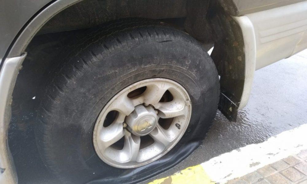 Vecinos de Arahal vuelven a sufrir daños en sus coches