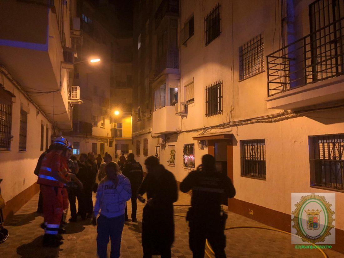 AionSur: Noticias de Sevilla, sus Comarcas y Andalucía bomberos Muere un hombre en el incendio de su casa en Gines Incendios Sucesos