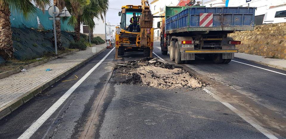 AionSur carretera-marchena-paradas Cortado un tramo de la entrada a Paradas desde Marchena por hundimiento de la calzada Paradas Sucesos