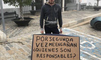 AionSur novillero-Juan-gines-400x240 Un novillero se encadena ante el Ayuntamiento de Gerena para pedir una oportunidad Gerena Toros  destacado
