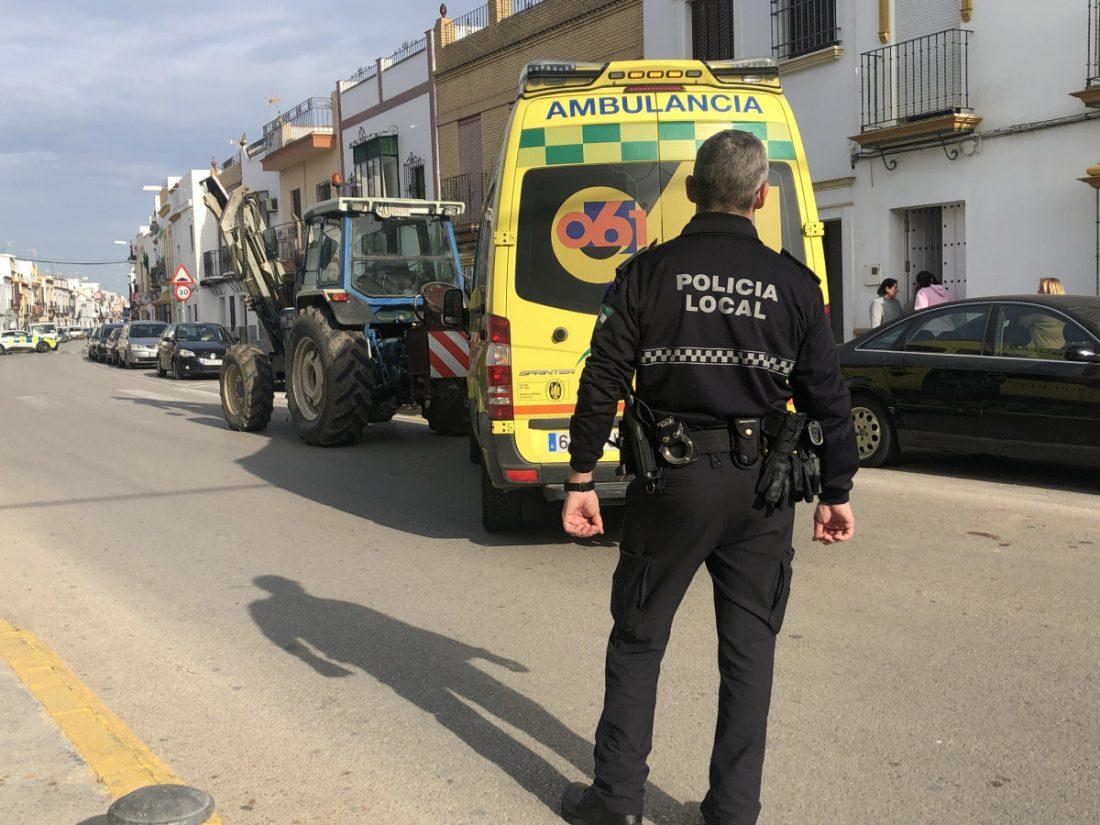 AionSur unnamed-compressor-3 Un tractor atropella a un anciano en Arahal, que resulta herido grave Arahal Sucesos  destacado