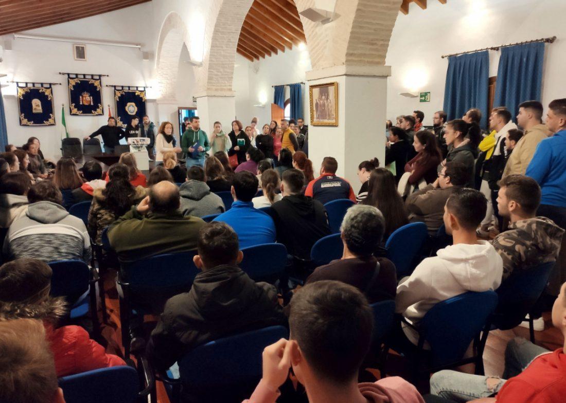 AionSur Benacazon-reunion Más de 200 vecinos de Benacazón responden a una oferta de empleo en Almonte Economía Provincia