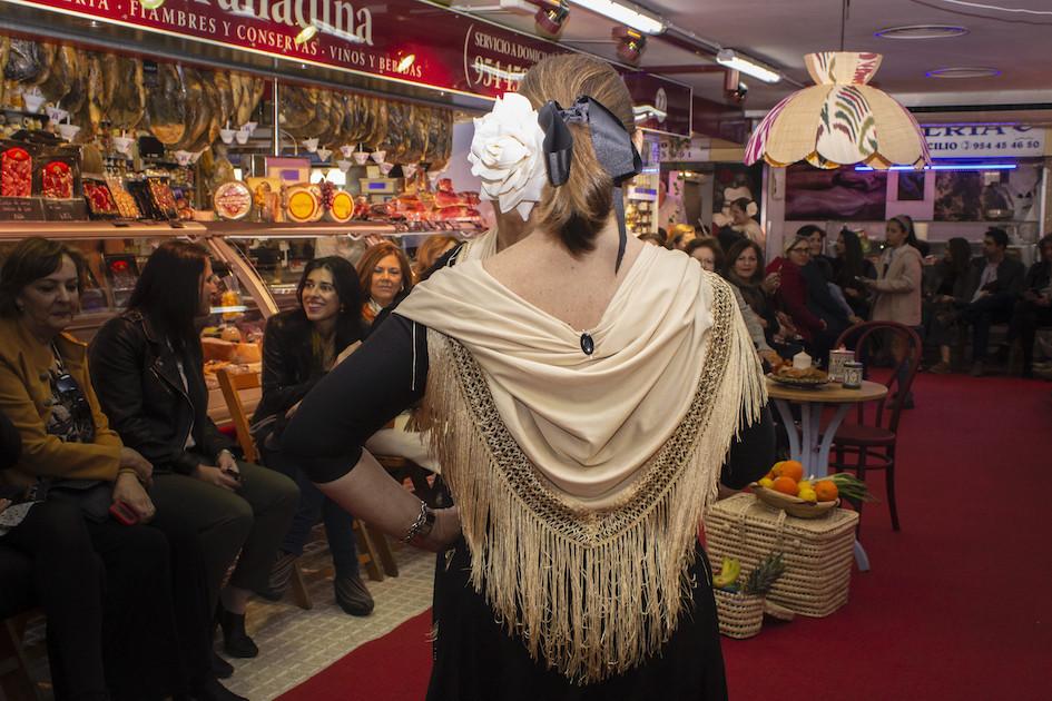 AionSur Moda-flamenca-1 La iniciativa de llevar la moda a un mercado de abastos se salda con éxito Sevilla Sociedad