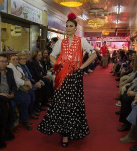 AionSur Moda-flamenca-2-273x300 La iniciativa de llevar la moda a un mercado de abastos se salda con éxito Sevilla Sociedad