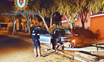 AionSur accidente-castilleja-1-400x240 Se empotra contra una farola con casi el triple del nivel legal de alcoholemia Castilleja de la Cuesta Sucesos