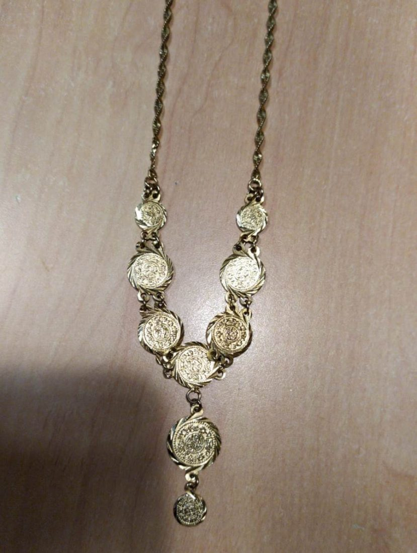 AionSur collar-requisado-arahal-compressor Buscan a la propietaria de un collar encontrado durante un registro por drogas en Arahal Arahal Sucesos  destacado