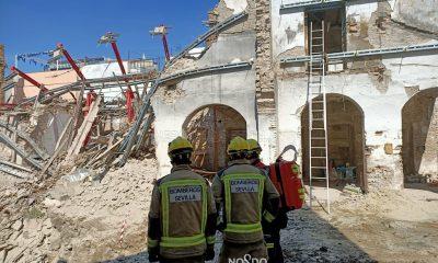 AionSur derrumbe-sevilla-400x240 Dos obreros heridos tras derrumbarse el muro de una vivienda en Sevilla Sevilla Sucesos