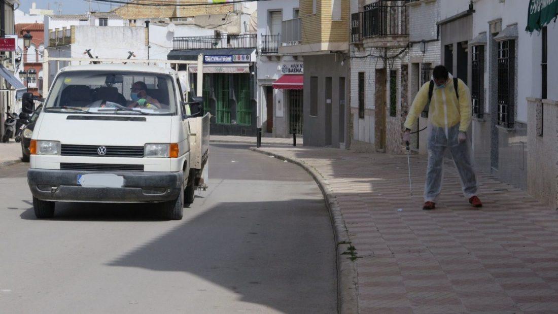 AionSur 94cd7342-61e3-42b1-a72d-f6043abab6e1-compressor Herrera precinta todas las zonas públicas después de desinfectarlas impidiendo el paso por ellas Coronavirus Herrera destacado