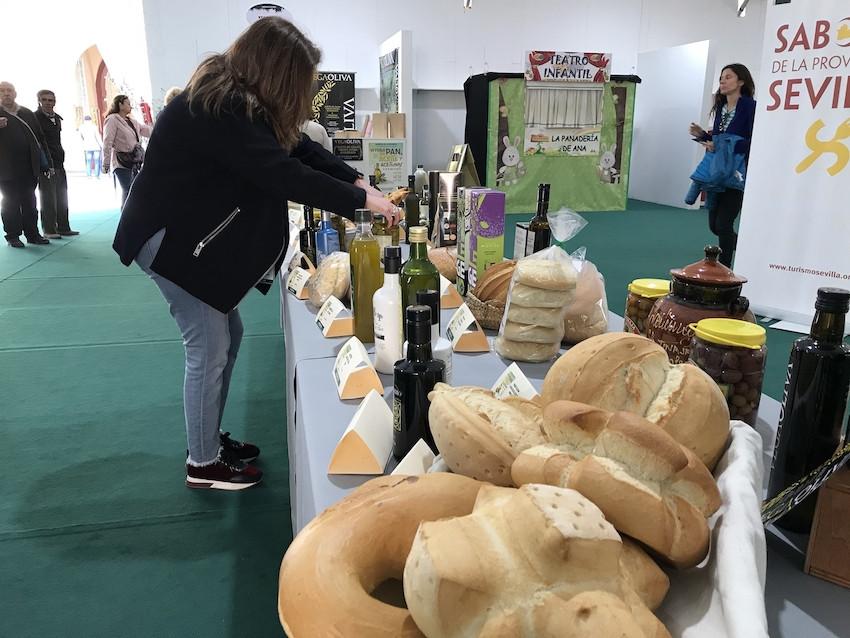 AionSur Feria-dipu-aceite-2 El pan, el aceite y la aceituna de Sevilla se visten de largo en la Diputación Diputación Economía Prodetur destacado