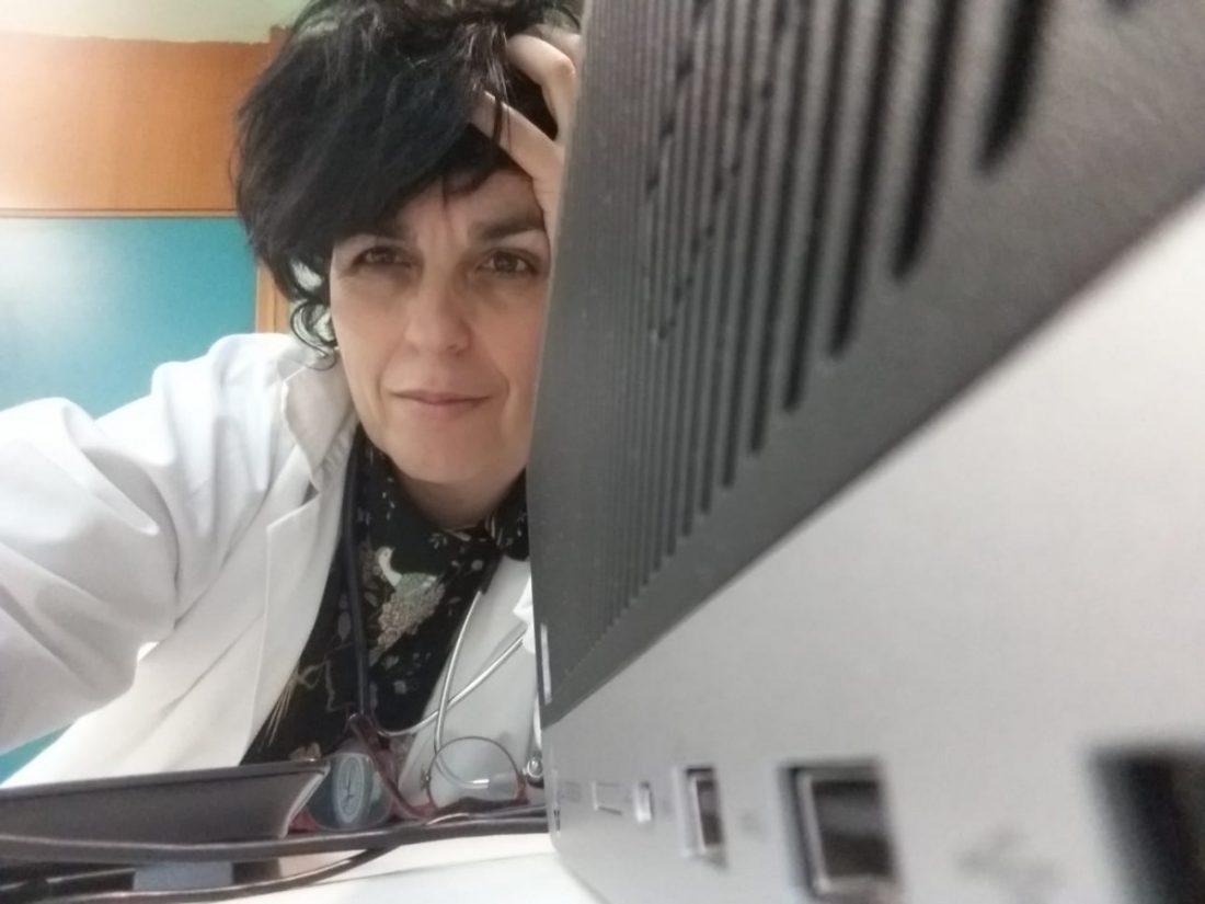 """AionSur Maria-jose-medico-1 """"Mi único objetivo es no moverme de al lado de todo el que me necesite"""" Coronavirus Huelva Salud"""