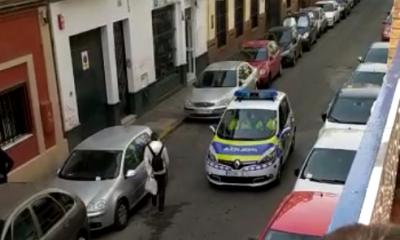 AionSur Policia-Sevilla-1-400x240 La Policía Local patrulla por Sevilla a ritmo de marchas cofrades Coronavirus Semana Santa Sevilla