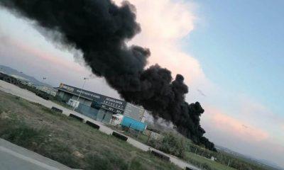 AionSur b8c05b25-96c4-432a-96c9-cd68c0479aa2-compressor-400x240 Un incendio en una fábrica de Puente Genil llena de humo negro la localidad de Herrera Herrera Sucesos  destacado