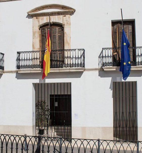 AionSur estepa-banderas-560x600 Cuarto fallecido en Estepa por el coronavirus y luto oficial en el municipio Coronavirus Estepa