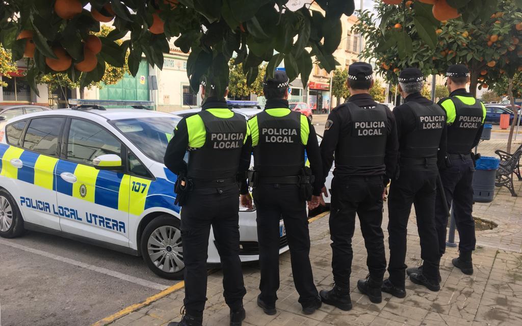 AionSur policia-utrera-1 Denunciada en Utrera por negarse a irse de un parque público Coronavirus Salud Utrera