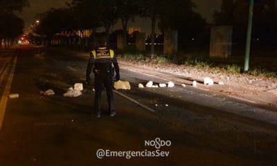 AionSur sevilla-policia-400x240 Corta la calle con piedras para robar y es detenido por asaltar a unos policías Sevilla Sucesos