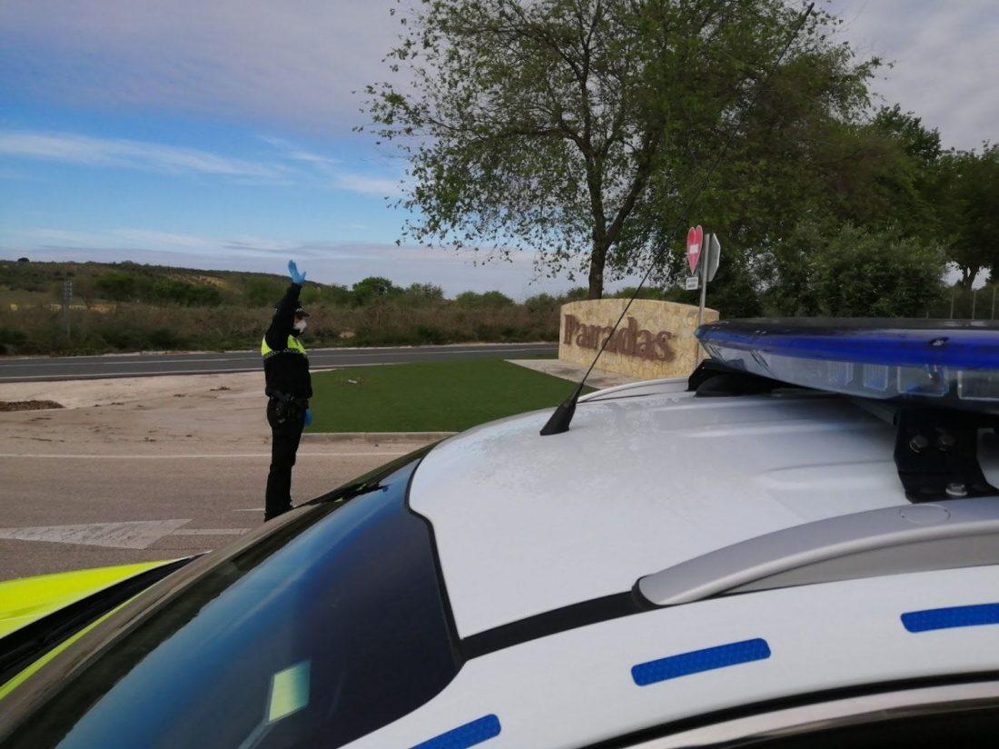 AionSur 91983323_2544511209121729_5486054614438510592_o-compressor La Policía Local de Paradas ha puesto 80 denuncias por saltarse el confinamiento Paradas  destacado