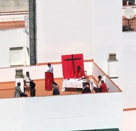 AionSur Misa-Sevilla La Policía disuelve una misa que celebraban en una azotea de Sevilla Coronavirus Sevilla