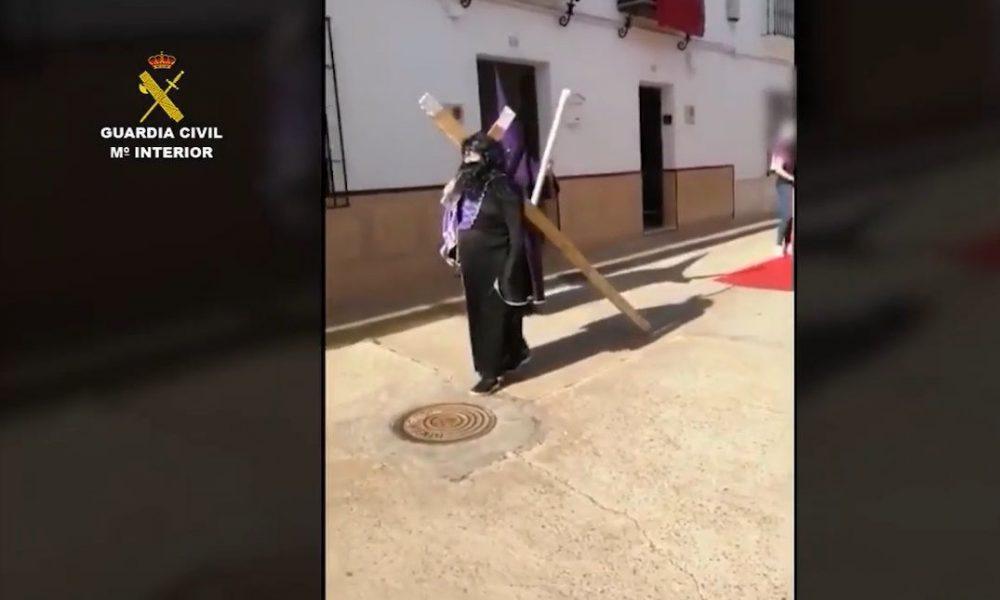 Simulan una procesión en Peñaflor y acaban denunciados por saltarse el confinamiento