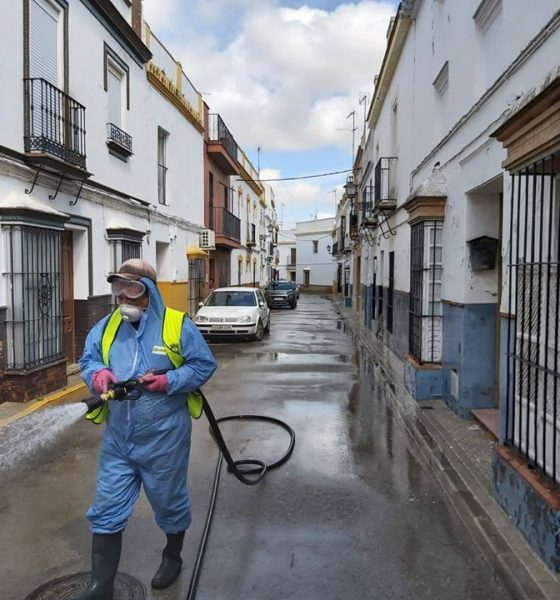 AionSur desinfección-560x600 El Gobierno avisa de que Arahal y Paradas podrían ser confinados, entre otros pueblos andaluces Coronavirus destacado