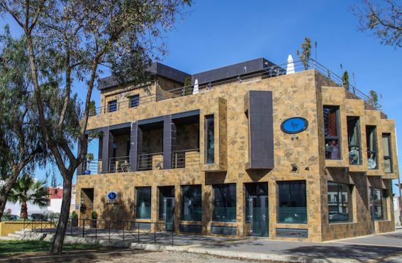 AionSur hotel-lebrija Un hotel de Lebrija sigue abierto y lleno gracias a la recogida de guisantes Coronavirus Economía