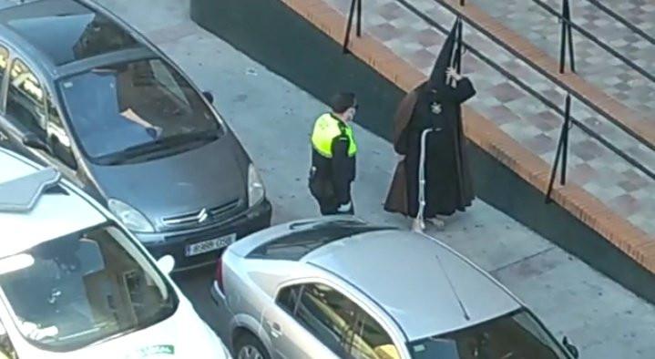 AionSur menor-alcala Denunciado un menor en Alcalá de Guadaíra por pasear vestido de nazareno Alcalá de Guadaíra Coronavirus