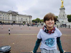 AionSur pablo-silva-300x225 Un niño de 10 años diseña una camiseta para ayudar al proyecto 'El sillón azul' Ecija Salud
