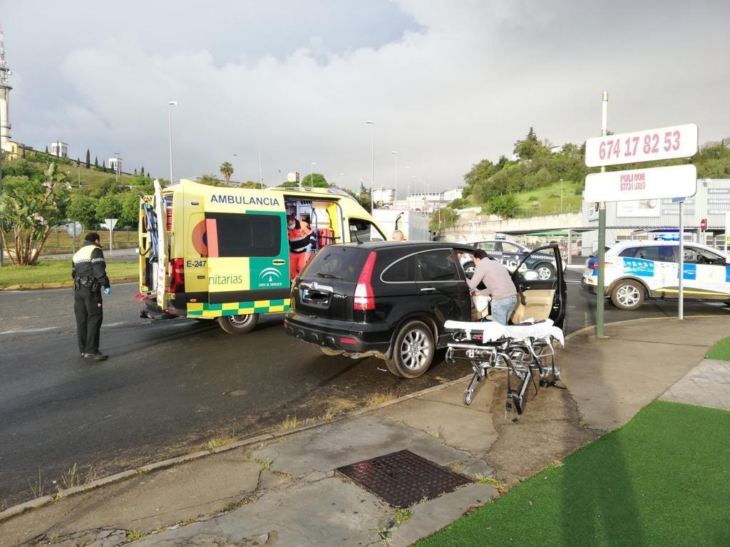 AionSur parto-tomares Una mujer da a luz en su coche en Tomares ayudada por la Policía Local Provincia Salud Sucesos