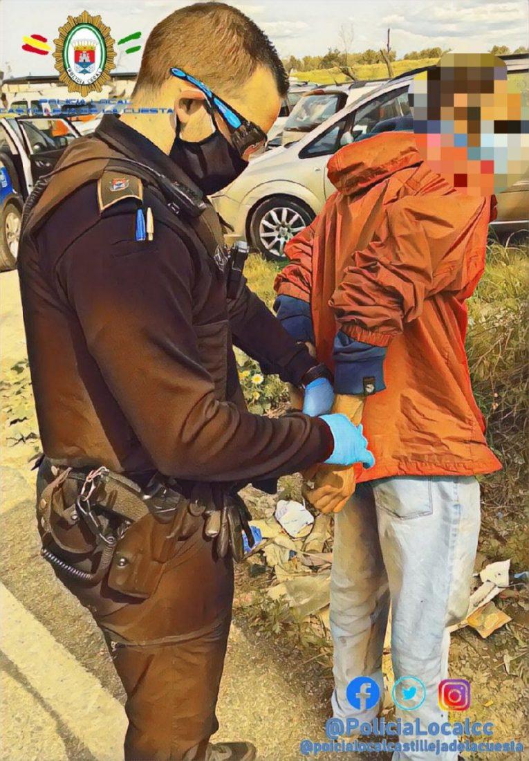 AionSur: Noticias de Sevilla, sus Comarcas y Andalucía policia-castilleja-1 Detenido en Castilleja de la Cuesta tras once denuncias por romper el confinamiento Castilleja de la Cuesta Coronavirus