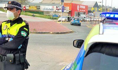 AionSur policia-castilleja-400x240 Multan a un vecino de Bormujos por ir a una gasolinera solo a comprar caramelos Castilleja de la Cuesta Coronavirus