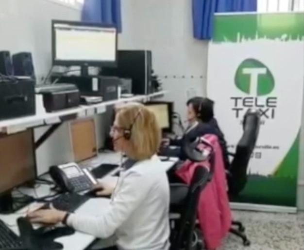 AionSur taxis-teletaxi Taxistas sevillanos llevan alimentos a los asentamientos de inmigrantes en Huelva Coronavirus Huelva Sevilla