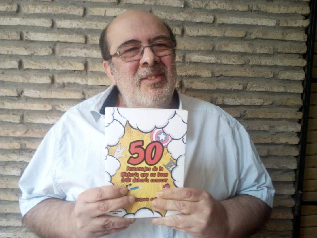 """AionSur Colinet-foto-libro La lista de personajes históricos que todo """"friki"""" debe conocer, reunida en un libro Cultura Sevilla"""