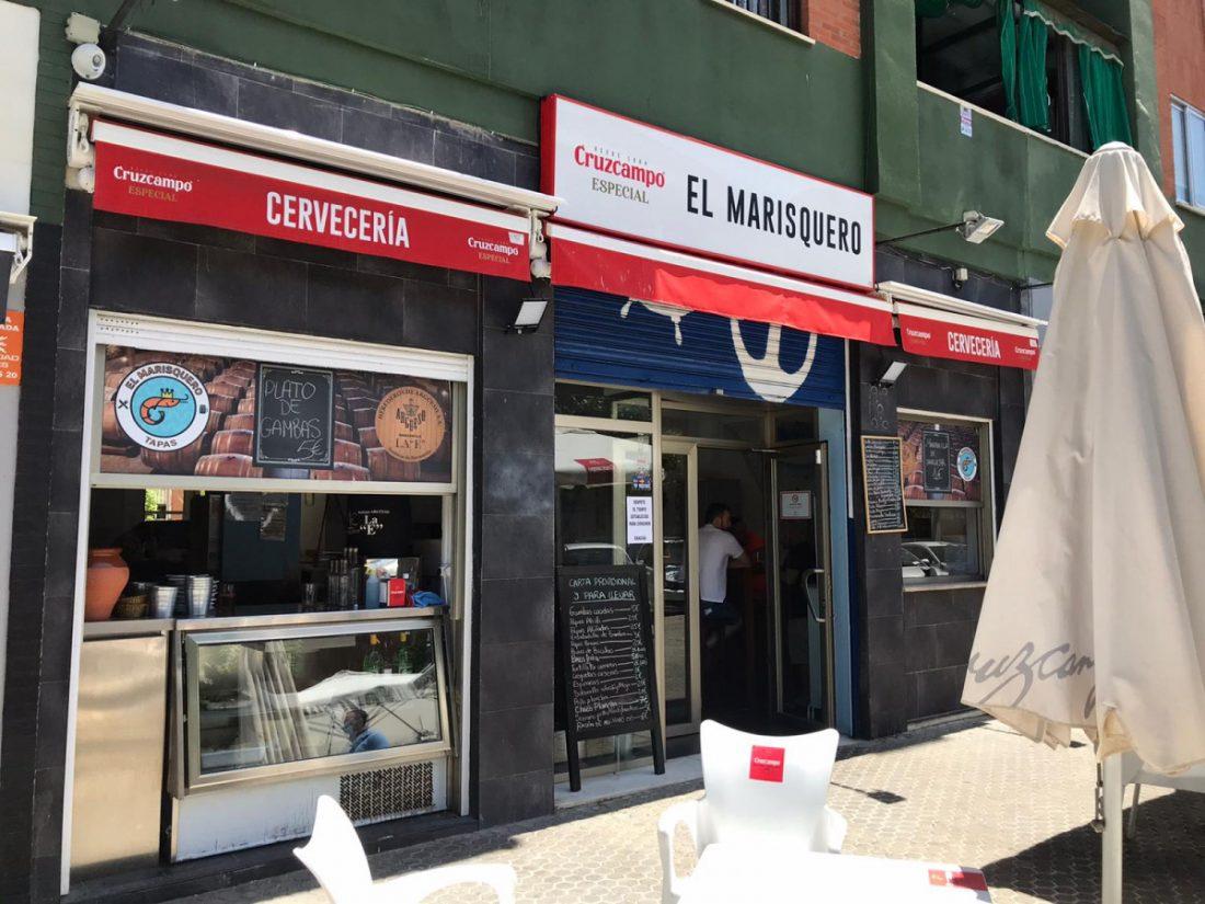 AionSur Marisquero-bar Si eres socio del Sevilla o el Betis, este bar te invita a cerveza y te sirve croquetas de tu equipo Deportes Sevilla Sociedad