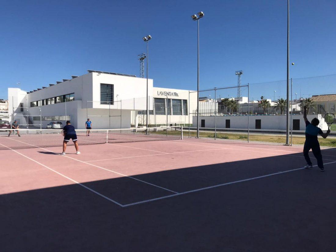 AionSur TENIS-LA-VENTA Arahal reabre en la Fase 2 las pistas de tenis y pádel del Centro Deportivo La Venta Arahal