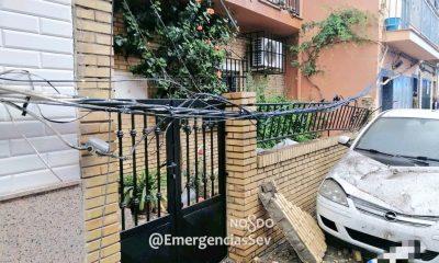 AionSur desprendimiento-400x240 Se derrumba, sin heridos, un balcón de la calle Arahal de Sevilla Sevilla Sucesos  destacado