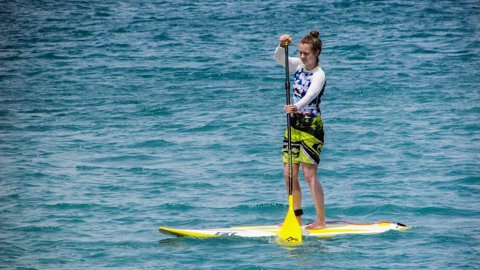 AionSur paddlesurf Buscan a monitores de paddle surf para trabajar en verano cobrando hasta 1.500 euros al mes Formación y Empleo Huelva