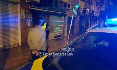 AionSur policia-Sevilla-400x240 Detenido un menor de 16 años sorprendido cuando robaba en un local Sevilla Sucesos