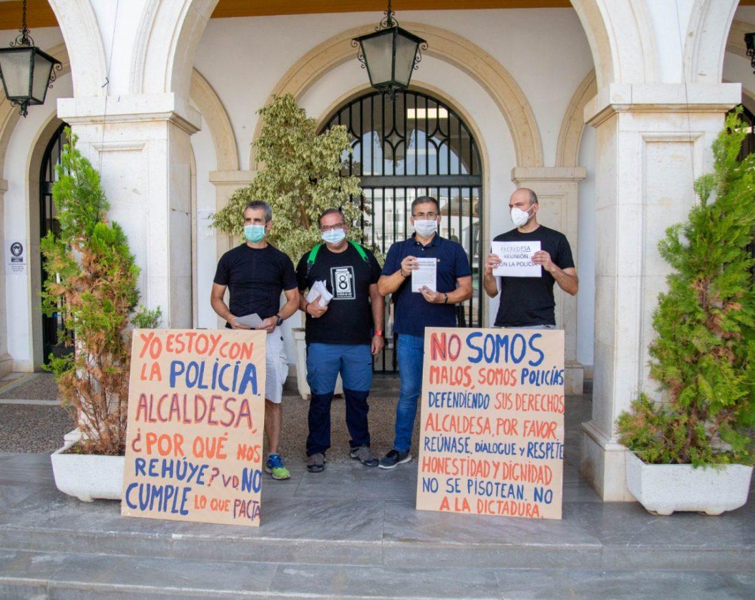 AionSur 30fa8553-e419-40bf-b48a-a95911ab7af1-min Un nuevo enfrentamiento entre la Policía Local de Marchena y la alcaldesa que obliga a desalojar el pleno Marchena destacado