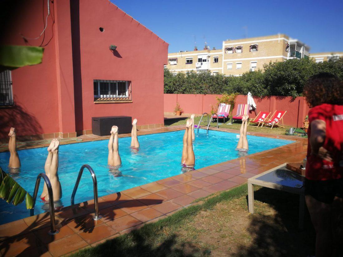 AionSur Natacion-sincronizada Un equipo de natación sincronizada entrena en una piscina de Tomares por falta de instalaciones Aljarafe Coronavirus Deportes