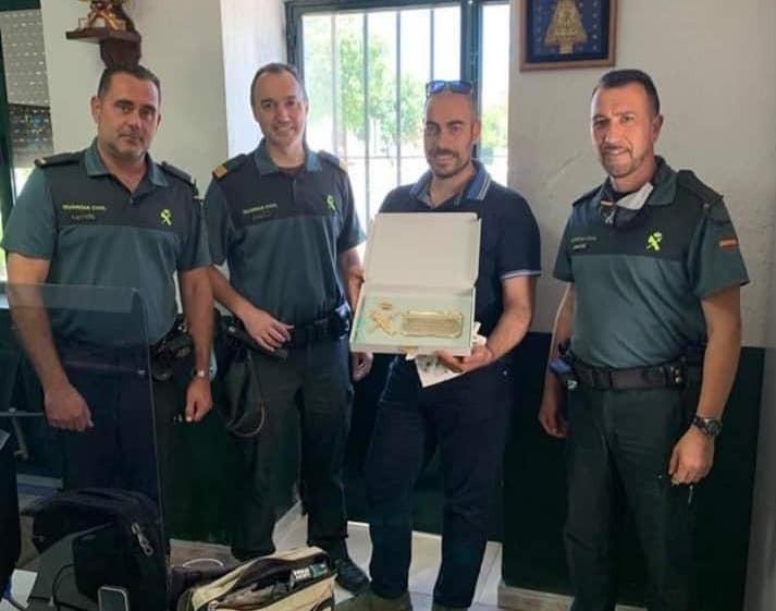 AionSur canelo-placa La Guardia Civil agradece a un empresario que no les faltase un bocadillo Coronavirus Gerena Sociedad
