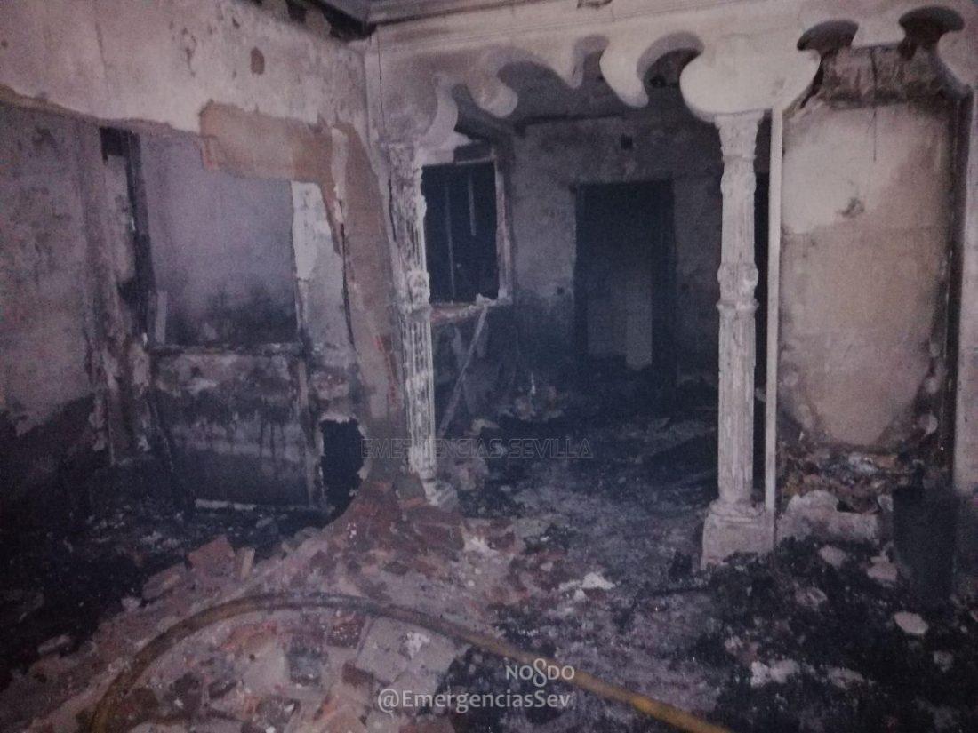 AionSur incendio-Sevilla Un incendio arrasa una vivienda en la barriada sevillana de Torreblanca Sevilla Sucesos destacado