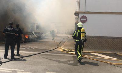 AionSur incendio-arahal-coches-min-1-400x240 Un hombre herido en un incendio que pudo acabar, de nuevo, en tragedia en Arahal Arahal Sucesos destacado