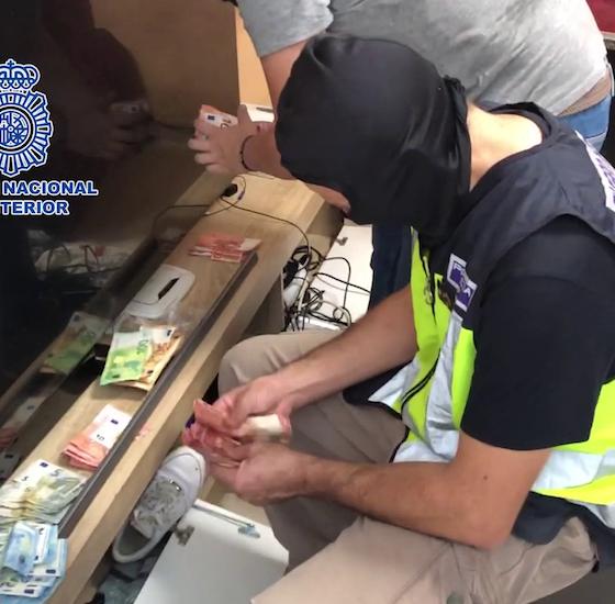 AionSur policia-drogas-560x550 Veinte detenidos en una operación contra el tráfico de drogas en Dos Hermanas Dos Hermanas Narcotráfico Sucesos destacado