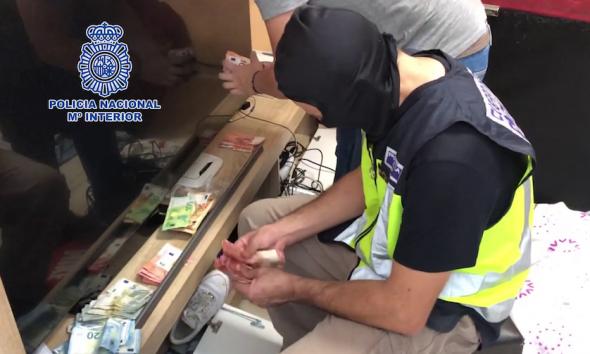 AionSur policia-drogas-590x354 Veinte detenidos en una operación contra el tráfico de drogas en Dos Hermanas Dos Hermanas Narcotráfico Sucesos destacado