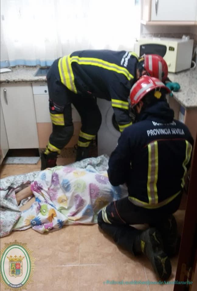AionSur rescate-san-juan Rescatan a una anciana tras varios días caída en su casa sin que nadie la echara de menos Aljarafe Sucesos destacado