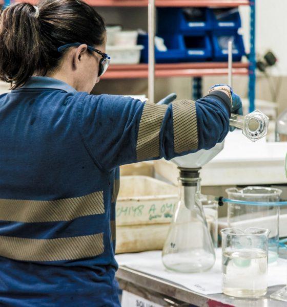 AionSur Laboratorio-CLC-min-560x600 Cobre Las Cruces investiga una nueva tecnología sostenible en su yacimiento Gerena