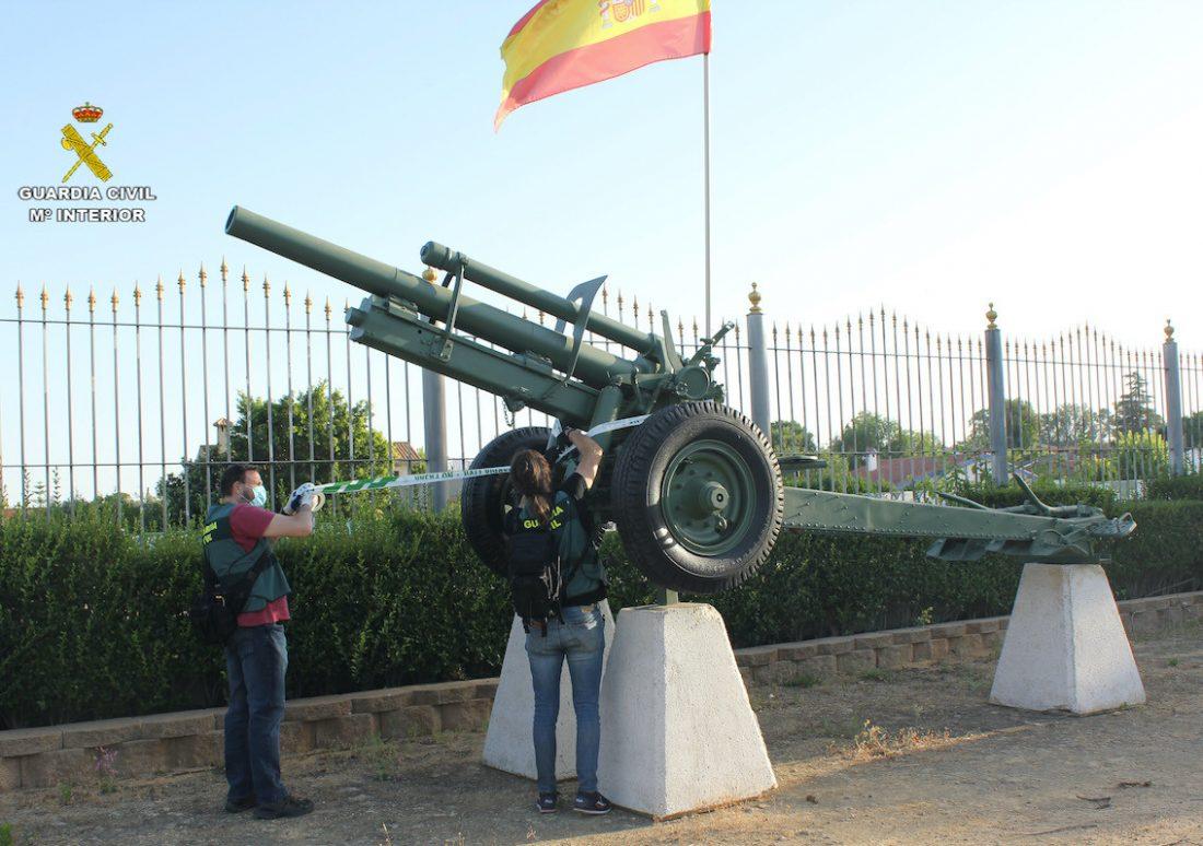 AionSur: Noticias de Sevilla, sus Comarcas y Andalucía arma-guerra Denunciado un vecino de Mairena del Alcor por tener un arma de guerra en su finca Mairena del Alcor Sucesos