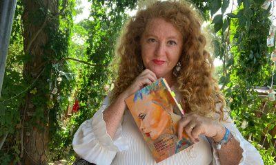 AionSur cinta-flores-libro-2-400x240 El primer poemario de una sindicalista onubense lidera las ventas en Amazon Cultura Huelva destacado