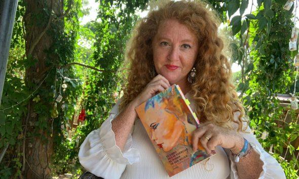 AionSur cinta-flores-libro-2-590x354 El primer poemario de una sindicalista onubense lidera las ventas en Amazon Cultura Huelva destacado