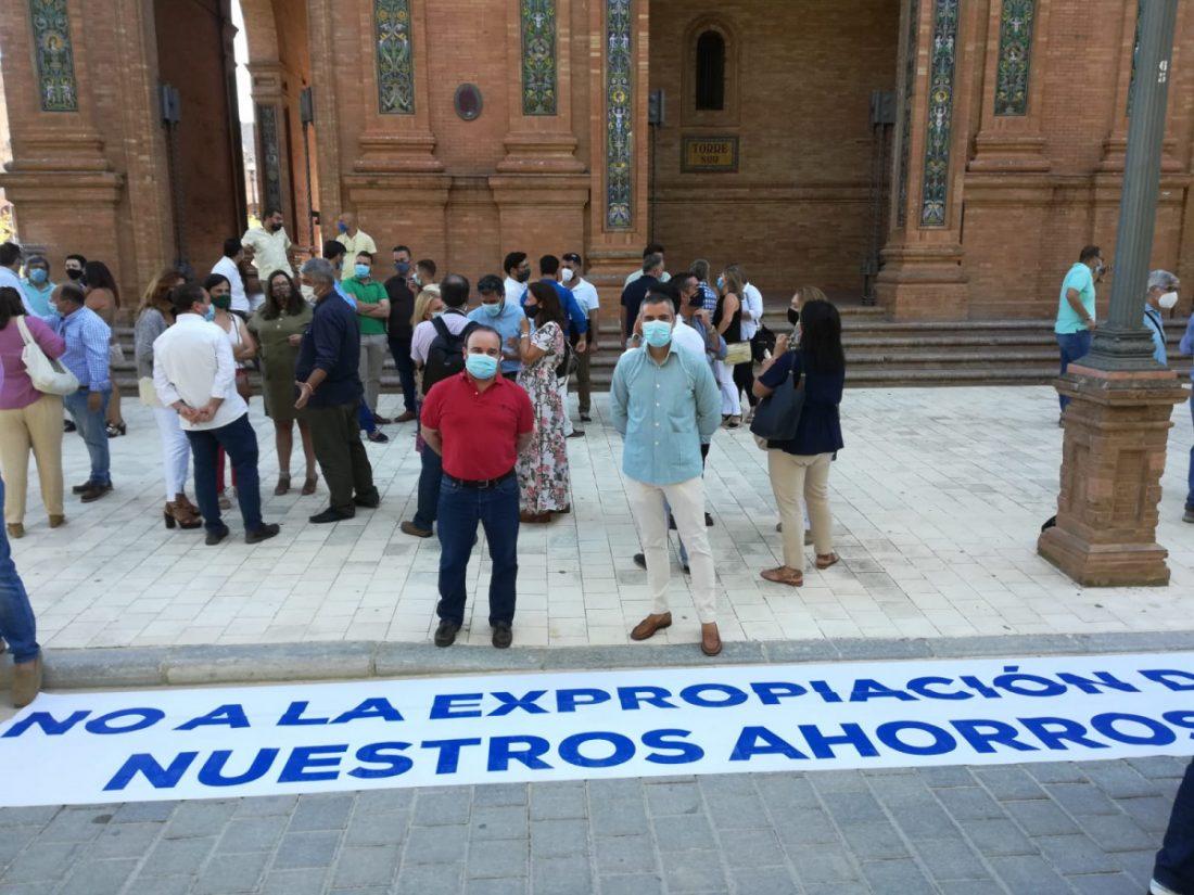 AionSur f258bc52-110e-464f-afca-76a0fa3878ff-min Más de un centenar de alcaldes y concejales de la provincia rechazan que su superávit lo gestione el Gobierno Sevilla