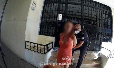 AionSur policia-detenida-400x240 Detenida una mujer en Sevilla tras apuñalar a su expareja Sevilla Sucesos destacado